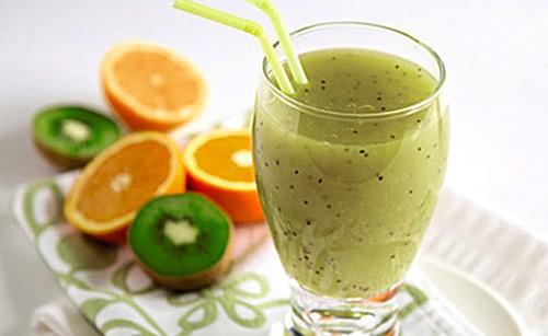 Zumo detox con kiwi y naranja