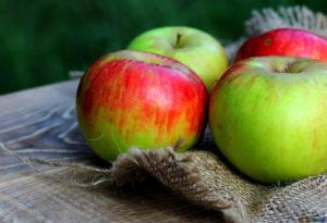 Manzana verde y roja